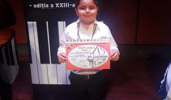 """Mentiune la Concursul """"Milenium Piano"""" si Premiul I la Concursul """"Pro Piano"""""""
