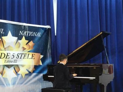 "11 premianti la Festivalul National ""Star de 5 stele"""